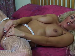 Ideal mother i'd like to fuck feeding her juicy twat