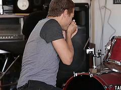 Lead guitarist bangs hawt italian groupie in his studio
