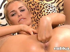 Incredible blond babe closeup fingering