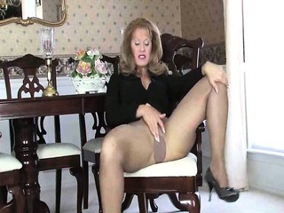 Sex Movie of Mature Gal Modeling Heels And Pantyhose