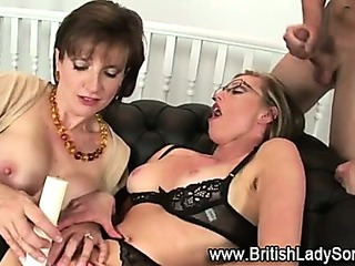 Porn Tube of Masturbatrix Mature Lady Sonia Uses Toy