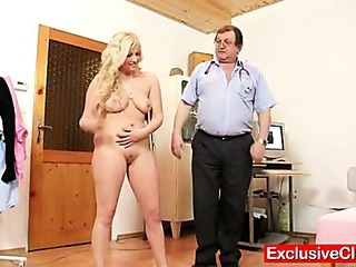 Porno Video of Jennifer Pussy Speculum Examination At Hospital By Old Medic