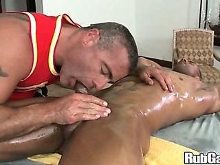 Porno Video of Rubgay Muscule Man Massage