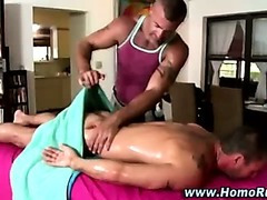 Gay bear masseuse slowly turns dude