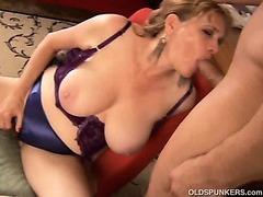 Beautiful big tits MILF gives a great blowjob