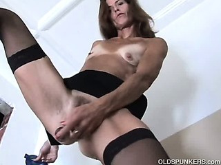 Porno Video of Gorgeous Mature Red Head In Stockings