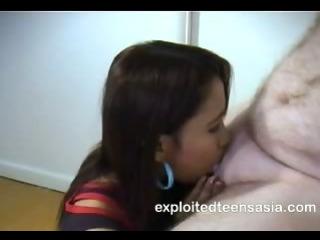 Porn Tube of Melanie Filipino Amateur Teen 18+ Deep Throat Protagonist