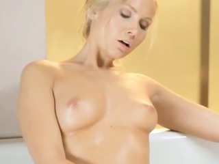 Porno Video of Fairhair Beauty Trying Her New Toy