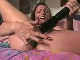 Sex Movie of Amateur Wife Squirts All Over The Bed