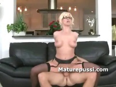 Mature babe shows she is blowjob queen as her skills on cock are unmatched