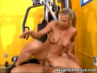 Porno Video of Kelly Estelle Gym